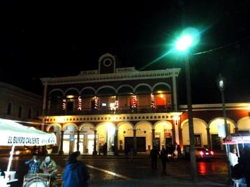 El burro caliente frente a Plaza Patria, Cd. Guzmán