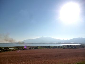 Al fondo los volcanes vistos desde Zapotlán