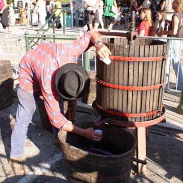 """Un """"pressoir"""" tradicional para extraer el jugo de uva"""