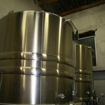 "Une ""cuve"" para guardar o fermentar el vino"