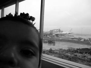 Bebé en el aeropuerto de Amsterdam