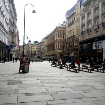 """Avenida Graben, al fondo la """"Pestsäule"""""""
